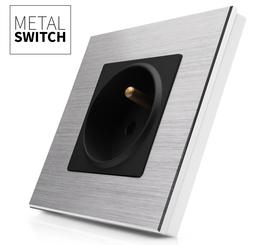 Gniazdko czarne w ramce aluminiowej kolor srebrny